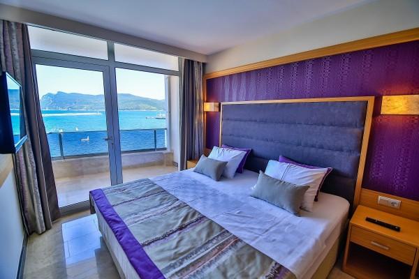 Deniz Manzaralı Suit Oda