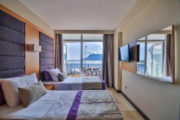 Deniz Manzaralı Çift Yataklı Standart Oda